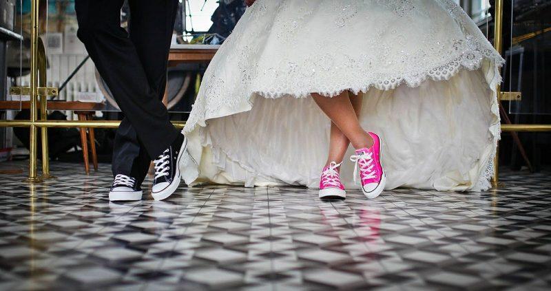 理想の結婚と南の島に派遣された靴のセールスマンの物語